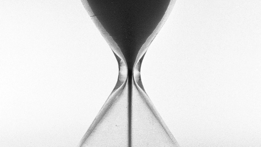 Hourglass representing Simultaneous Death